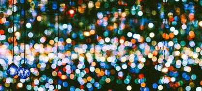 bunte Lichte auf dem schwarzen Hintegrund