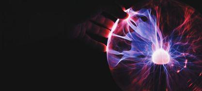 Plasmakugel mit bunten Blitzen