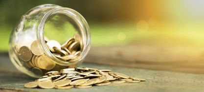 Glas mit Münzen/ Kleingeld